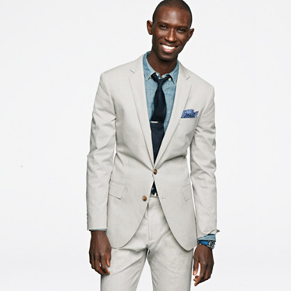 What color tie to wear with light blue suit